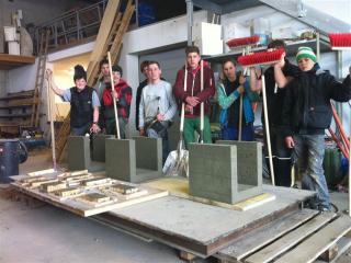 pts-fachbereich-holz-und-bau-betonhocker-fuer-den-pausenhof-und-die-freiluftklasse