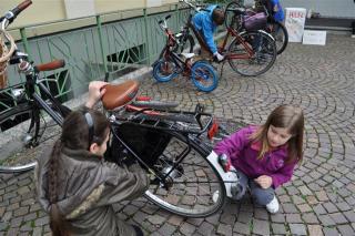 vs-mittelfeld-2a-2b-3a-3b-und-3c-fiesta-auf-der-muellhalde-fahrradputzen-fuer-einen-kuehlschrank-fuer-nicaragua